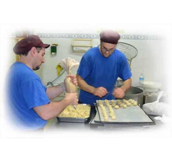 preparazione biscotti di pasta di mandorle
